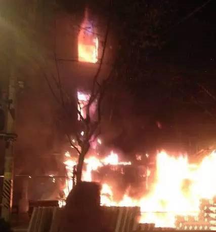 为什么   遭遇同一火灾 二三四五楼人员不同结局